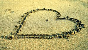 heart in sand by anddy24