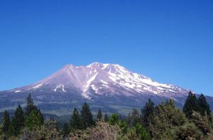 Mount Shasta, California by loghry