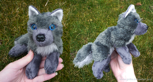 Antracite wolf - small floppy by goiku