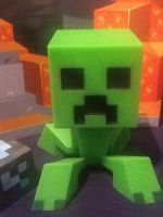 Creeper is not amused by XxDeadlyWhispersxX