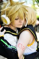 Default Rin and Len-Hug by PockyTheif