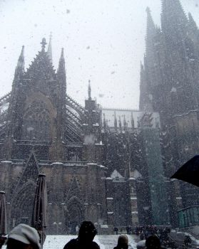 it's snowing in Cologne by yuminica