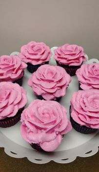Rose Cupcakes by estranged-illusions