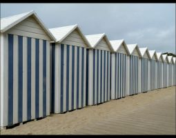 Huts of beach by 0pen-y0ur-eyes