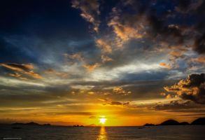 Final Burst - Labuan Bajo by redrackham