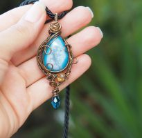 Blue Druzy agate wire wrapped pendant - OOAK by IanirasArtifacts