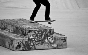 Tail slide by Louserz