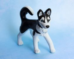 Black and white Husky dog sculpture by SculpyPups