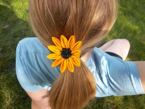Sunflower Kanzashi 1 by squeejie