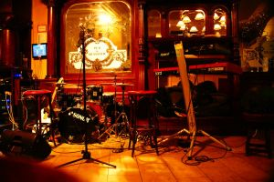 Pub and Music by Heurchon