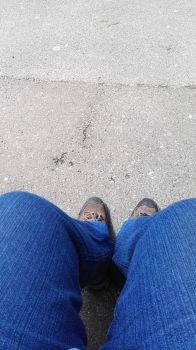My feet waiting for the bus by Kerberusz