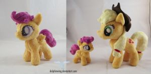 Tiny Scootaloo with Applejack by dollphinwing