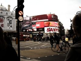 Piccadilly Circus sisters by hannayoung
