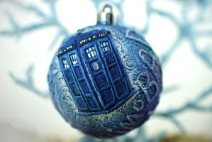 Tardis ornament by hontor