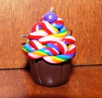 Rainbow strand cupcake by RODOTHEA