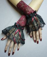 Baroque gloves made of lace by Estylissimo