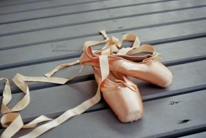 ballerina. by Juniii3