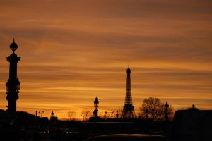 Tour Eiffel and sunset by latorpillebleue