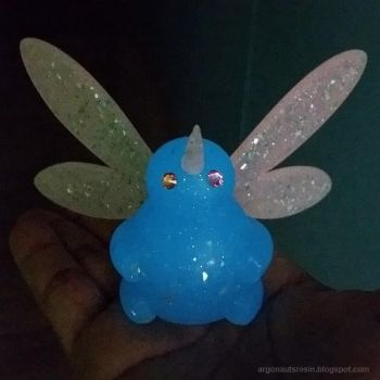 Playing with bugs that glow in the dark by Arthammer