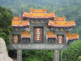 Gate to Kek Lok Si by rifka1