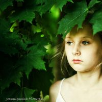 leaves rustling in the wind... by JoaGna