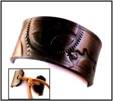 Steampunk Geared Cuff Black1 by Skinz-N-Hydez