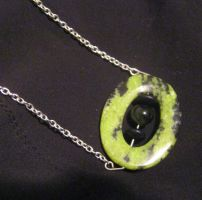 green O necklace by Galasdian