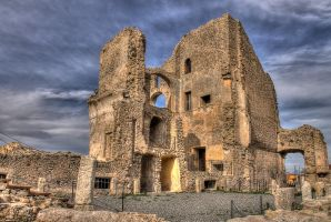 Castle of valley - HDR by yoctox