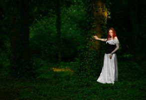 Lost in the woods by Luin-Tinuviel