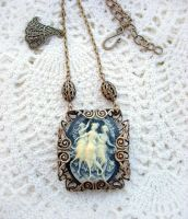 Three Graces Necklace by Aranwen
