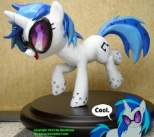Swarovsky Vinly scratch aka. Dj Pon3 by Nachtana