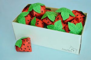 Paper strawberries by Angi-Shy