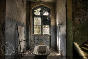 Urbex - Wash away the years by Liek