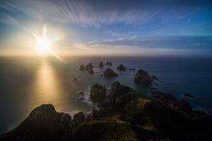 Rising moon over Nugget point by lomatic