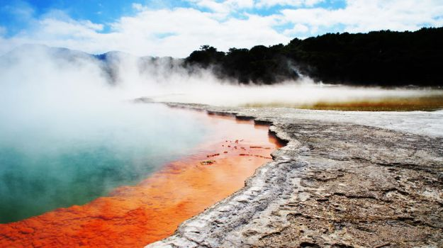 Wai-O-Tapu Lake by Spacedivas