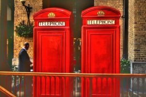 English Phone Booth by dynamicdestruction