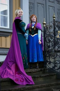 Anna and Elsa by Lumacosplay