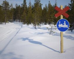 Snowmobile Trail 1280x1024 by syntaxerroronlinenul