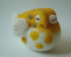 Yellow sparkle fugu by Lobster-Ball