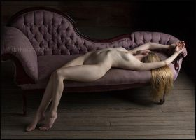 Reclining Figure 2 by darkmatterzone