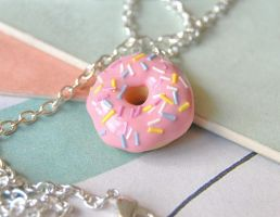 Donut Necklace by Madizzo