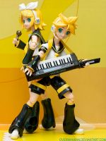 Figma Kagamine Rin and Len by OvermanXAN