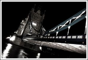 Tower Bridge by juanfraire