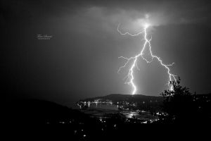 Lightning. by che-tina-plant