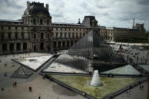Louvre and the Pyramid by Stone100