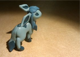 Glaceon statue by Meiyoukat