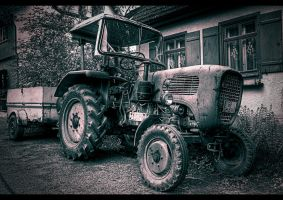 Old Tractor by sylaan