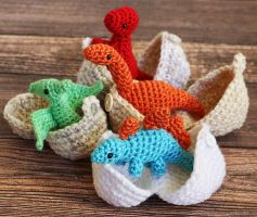 Hatchling Dinosaurs and Eggs by dsgngrl
