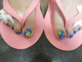 Smiley Toes by sharpnailart