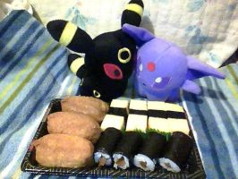 EspeonXUmbreon sharing food :3 by ShinyGlaceon42